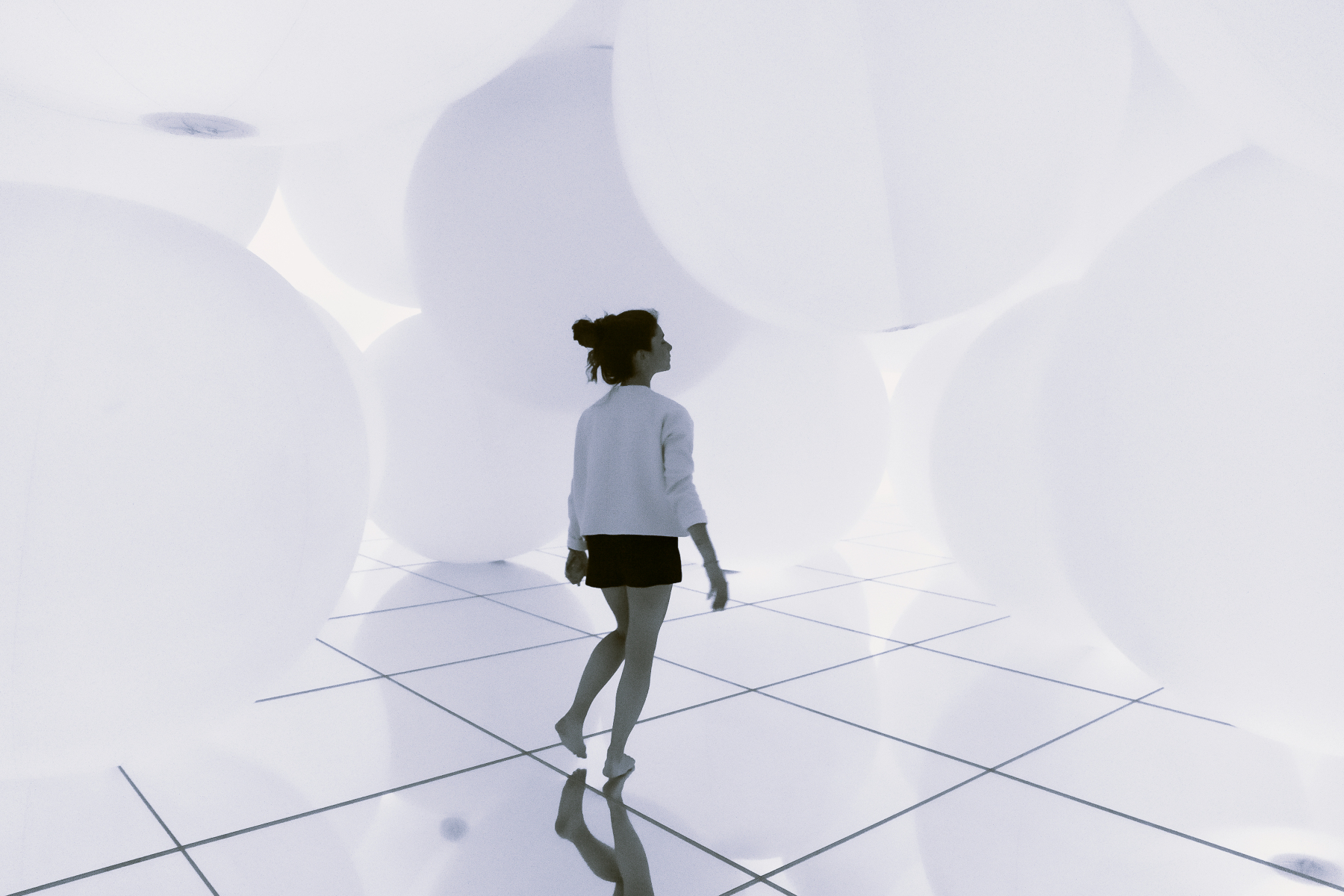 TeamLab Planets, Expanding Three-Dimensional Existence in Transforming Space. Tokyo